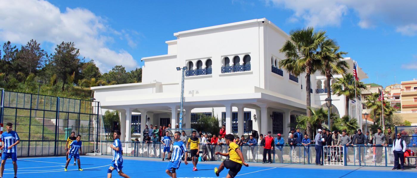 Playing soccer on UNE 摩洛哥丹吉尔 Blue Sports Court